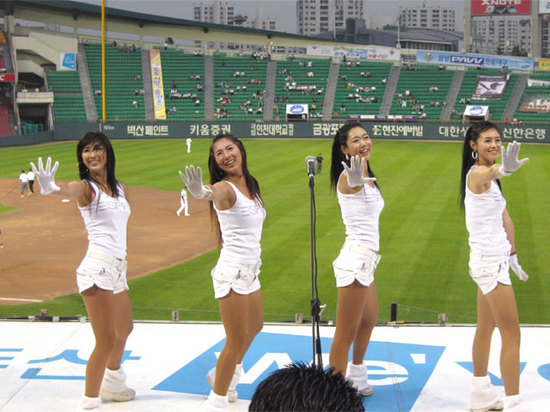 hot Korean cheerleaders.jpg