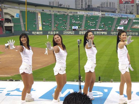 hot Korean cheerleaders.jpg