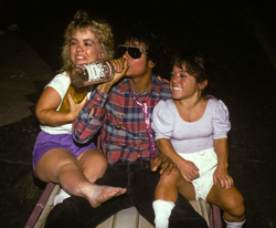 michael jackson and two midgets.jpg