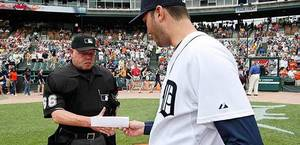 Jim_Joyce_and_Armando_Galarraga.JPG